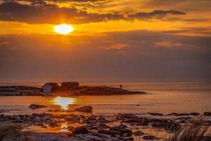 Art.nr 107 Solnedgangen kastar gull over Regestranda